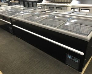CLF-8: 8′ SLIDING TOP FREEZER, BLACK EXTERIOR